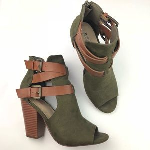 Shoes - Army Green Brown Tan Chucky Heel Booties Size 6.5